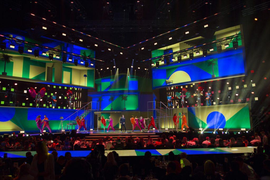ЮрКисс на сцене  9 Русской Музыкальной Премии телеканала РУТВ